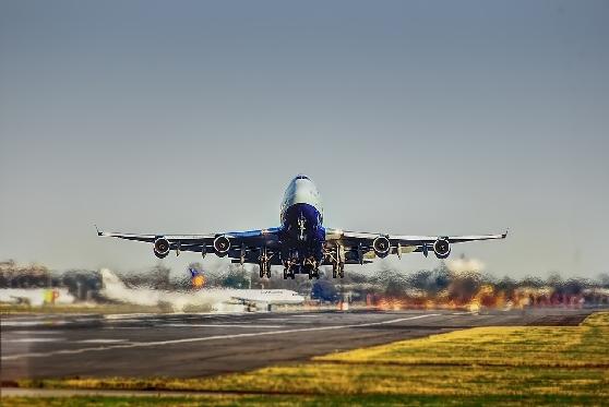 """סוכן הנסיעות מחק הודעה על ביטול טיסה והנוסעת נתקעה בחו""""ל 4 ימים"""
