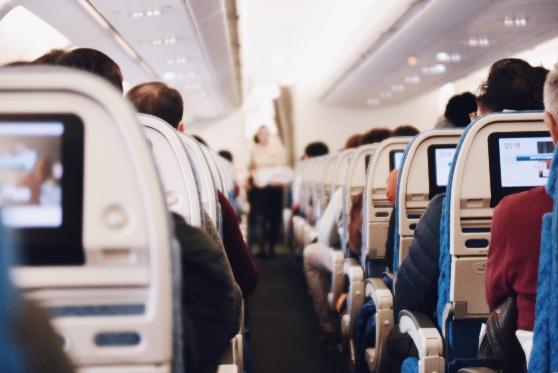 הדיילת סירבה לתת מים לנוסע - חברת התעופה תפצה באלפי שקלים, צילום: unsplash