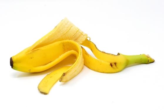 החליקה על קליפת בננה בסופר – ותפוצה ב-7,500 שקל