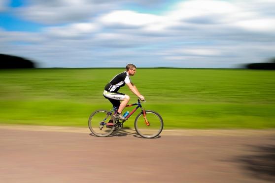 """עוה""""ד נפל מאופניים בחופשה בהרי האלפים וטען: """"זו תאונת עבודה"""" , צילום: pixabay"""
