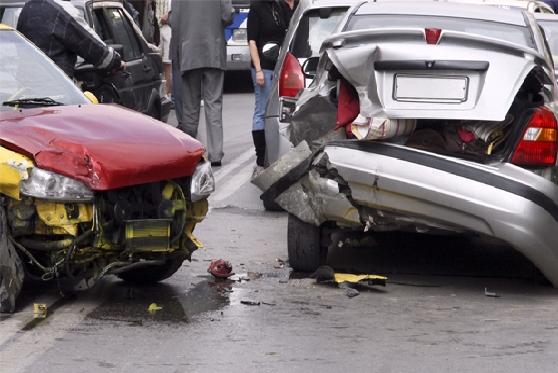 חברת הביטוח סירבה לפצות נהג שנפצע כשחילץ נוסעים מרכב שהתהפך, צילום: getty images israel
