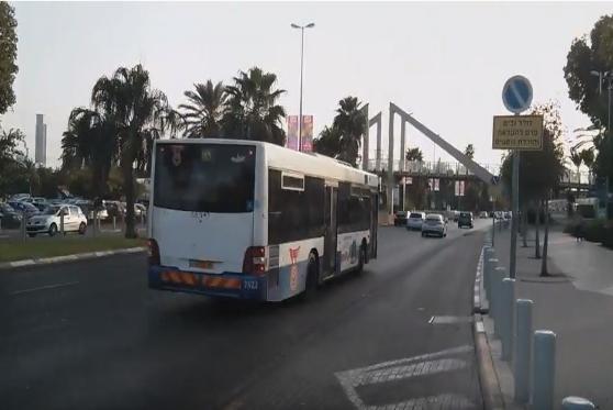 """חברת """"דן"""" תתנצל ותפצה נערים ממוצא אתיופי שסורבו לעלות לאוטובוס , צילום: אוטובוס דן. צילום מסך: יוטיוב"""