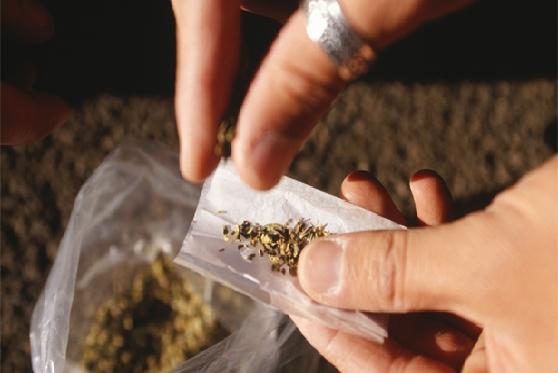 העליון: שימוש בסמים על ידי עובד הוראה הוא עבירה שיש עמה קלון