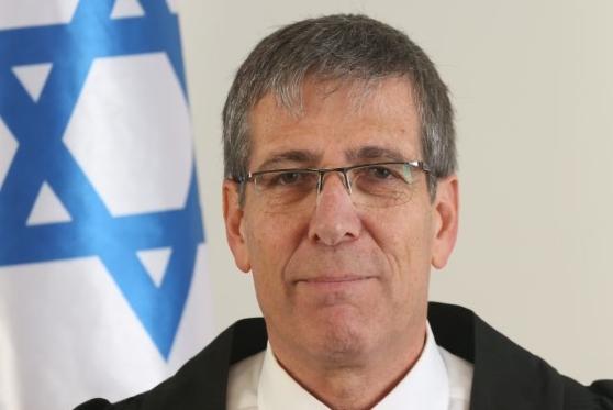 השופט אלי אברבנאל פסל עצמו מלדון בעתירה נגד הועדה הבוחנת של הלשכה
