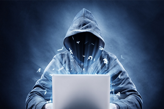 פרץ למשרדי החברה ממנה פוטר וגנב כוננים קשיחים עם מאגר המידע שלה