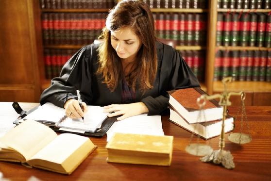 """ביה""""ד הארצי לעבודה: מתמחים בעריכת דין זכאים להסדר ביטוח פנסיוני מקיף , צילום: istock"""