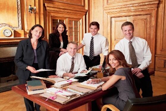 הכל נשאר במשפחה: איך זה לעבוד באותו משרד עם אמא, הבעל או הגרושה?