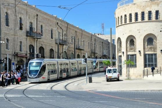 """בג""""ץ דחה עתירות לביטול הקמת הקו הסגול של הרכבת הקלה, צילום: הרכבת הקלה בירושלים. צילום: לילך דניאל"""