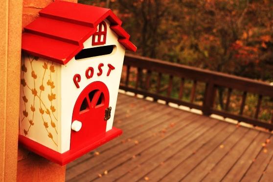 האם אדם המתגורר באוהל זכאי לקבל תא חלוקת דואר ללא תשלום?