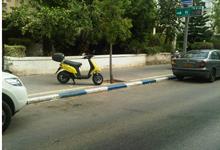 שוטרים נטפלו לזוטות כשרשמו דוח להולך רגל על שירד ממדרכה לכביש