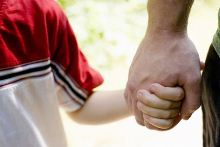 """""""הורות פסיכולוגית"""": הגיע הזמן להסדיר מעמד להורים הלא ביולוגים"""