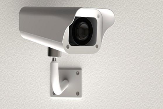 אישום תקדימי: ההורים התקינו מצלמות במקלחת ובחדרי הילדים ושידרו ברשת