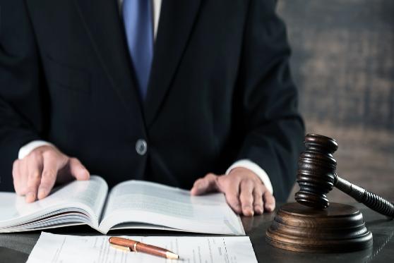 """הקלה בעונשו של נאשם שהתחזה לעו""""ד והפיץ חשבוניות פיקטיביות"""