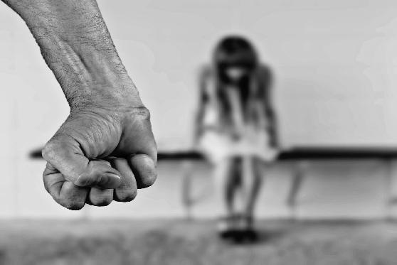 נאשם בעבירות איומים ואלימות הורשע בתקיפת בת זוגו לשעבר באמצעות מכונת תספורת , צילום: pixabay
