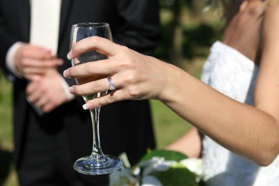תאונה בחתונה: אם הכלה החליקה ושברה את היד – ותפוצה ב-150 אלף שקל, צילום: pixabay