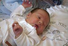 תינוק לאחר ברית מילה. צילום: Zivya