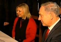 ראש הממשלה בנימין נתניהו ורעייתו. צילום מסך מתוך הכתבה בחדשות 2.