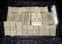 """הדולרים שהתגלו במרתף. צילום: יח""""צ"""