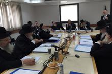 הרב יעקבי בפני מועצת הרבנות. צילום: בתי הדין הרבניים